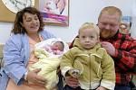 Eliška Zerzánová těší od 5. prosince od 19.55 hodin rodiče Zuzanu Polákovou a Jana Zerzána i brášku Honzíka z Hejnic. Po porodu vážila 3,95 kg.