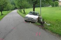Podnapilému řidiči byla silnice v Chocni úzká.