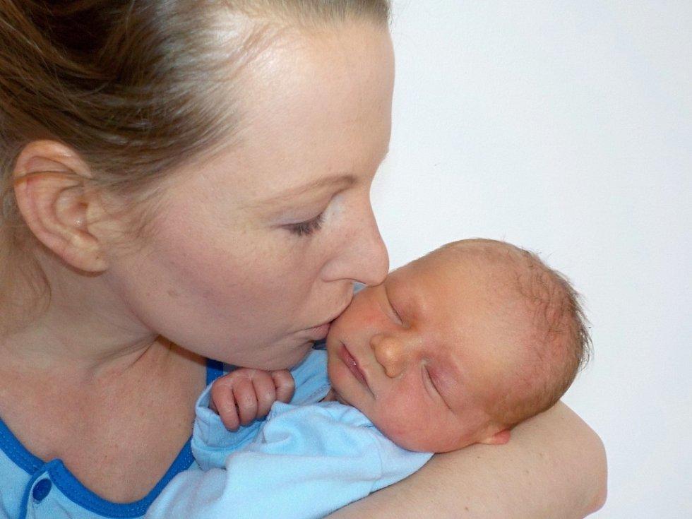 Adam Šebetka se narodil s váhou 3250 g dne 16. 12. v 9.28 hodin. V Brandýse nad Orlicí bude dělat radost rodičům Veronice Novákové a Michalovi Šebetkovi.