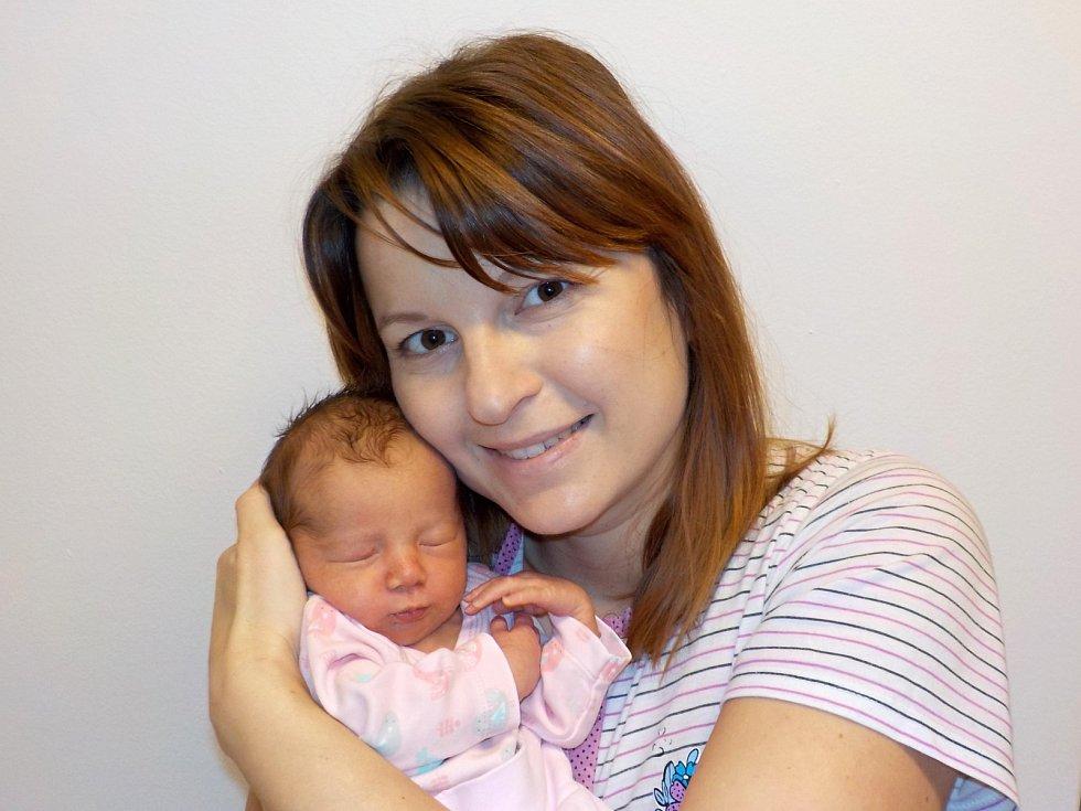 Barbora Jirsáková je po Gábince druhá holčička Jany a Petra z Cerekvice nad Loučnou. Světlo světa poprvé spatřila 29. 11. v 8.06 hodin, kdy vážila 2930 g.