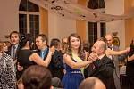 Benefiční ples Za jeden provaz se nesl v motivech not a hudby.
