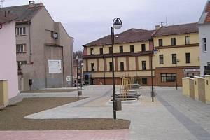 Rekonstrukci pěší zóny v Žamberku provázel skandál se zmanipulovaným výběrovým řízením. Radnice přišla o dotaci a zaplatila dvě stě tisícovou pokutu. Místostarosta Ryan Strnad skončil na pět let za mřížemi.