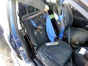 Čelní sklo řidiči prorazila větev, naštěstí jel sám.Foto: archiv PČR
