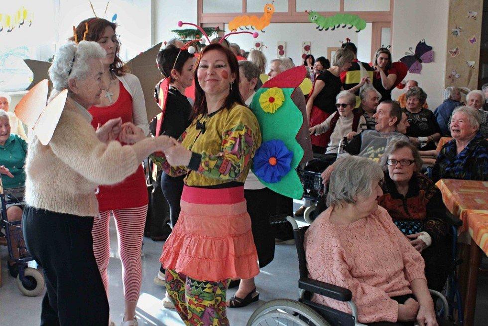 Maškarní ples Domova se zvláštním režimem v Ústí nad Orlicí.