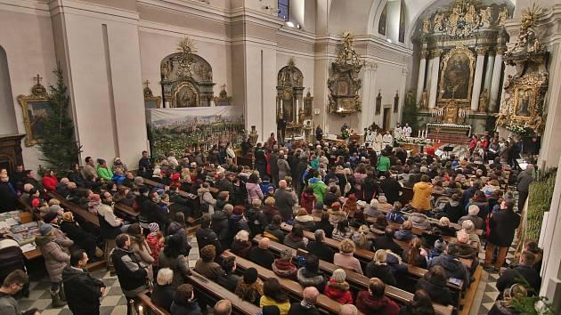 Půlnoční Mše svatá nechyběla ani v kostele Nanebevzetí Panny Marie v Ústí nad Orlicí.