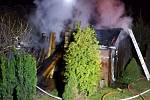 Požár dřevníku způsobil popel