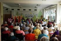 Z divadelního představení souboru Radost ústeckého domova důchodců.