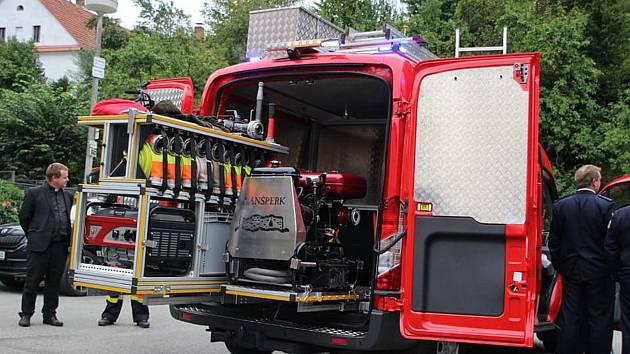 Křest nového dopravního vozidla dobrovolných hasičů na Lanšperku.