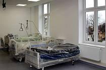 Práce finišují. Dialyzační středisko sídlí v prostorách bývalého operačního sálu, který byl ve Vysokomýtské nemocnici přesunut o patro níže. Dialýza bude sloužit pacientům z Vysokomýtska, Vraclavska, Choceňska či Litomyšlska, kapacita činí 11 lůžek.