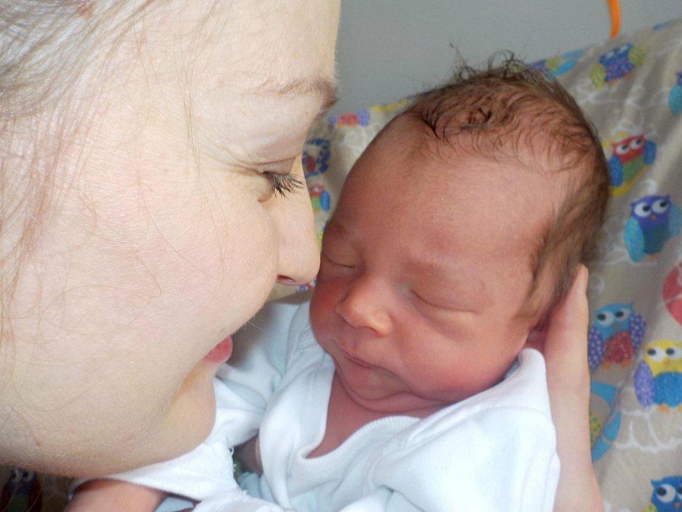 Adam Rudolecký se narodil s váhou 3100 g dne 13. 4. v 19.26 hodin. Doma v Letohradě bude těšit rodiče Denisu a Jaroslava, i sourozence Sebastiana a Anetu.