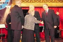 VLADISLAV SEVERIN (na snímku vpravo) získal cenu Český patriot 2009, která je udělována za významný přínos v oblasti podpory národní hrdosti a zachování historie České republiky.