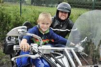 Motorkáři navštívili dětské domov v Dolní Čermné.