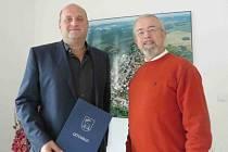 Letohradský starosta Petr Fiala s farářem Václavem Vackem.