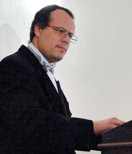 MEZINÁRODNÍ VARHANNÍ FESTIVAL Zdeňka Pololáníka pokračoval v České Třebové po varhanním koncertu Jozefa Serafina z Polska koncertem Musica ad gaudium v rotundě sv. Kateřiny.