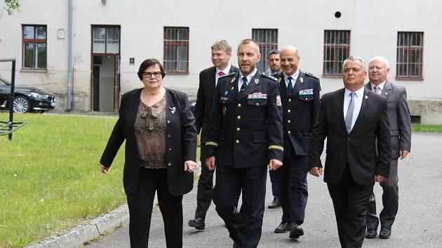 Ministryně spravedlnosti Marie Benešová navštívila Králíky, doprovázel ji generální ředitel Vězeňské služby ČR Petr Dohnal.
