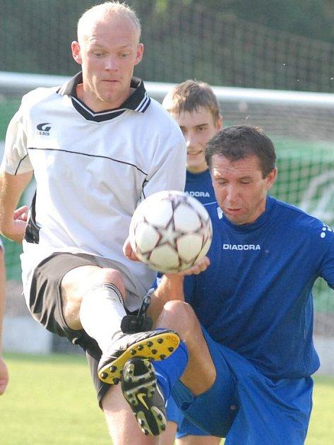 """Hráči ústeckého """"béčka"""" rozdrtili v neděli 10. června v derby I. A třídy Žamberk. K vítězství jim pomohlo i několik posil z divizního A týmu, například Rostislav Borek (na snímku vlevo)."""