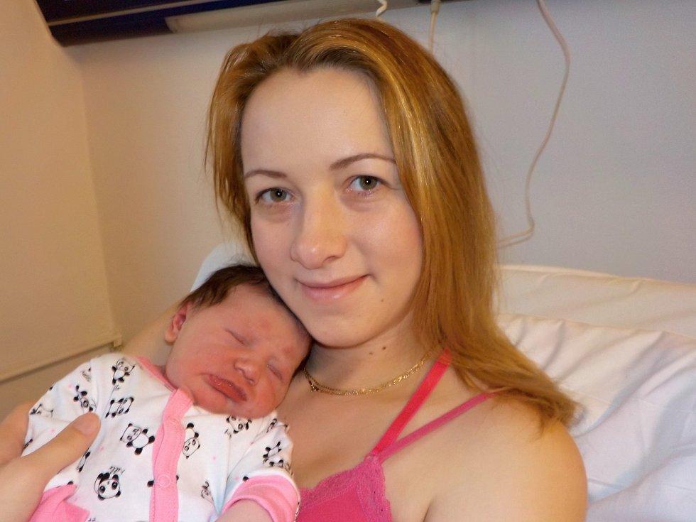 Amálie Jiráčková je po Adrianě druhá holčička Hany Vodehnalové a Tomáše Jiráčka z Opatova u Svitav. S váhou 3865 g přišla na svět 5. 12. v 2.01 hodin.