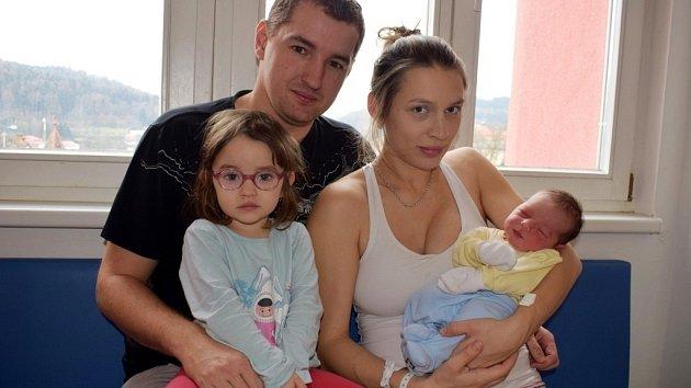 Vojtěch Pecháček je po Viktorce dalším dítětem Veroniky a Jana z Lanškrouna. Narodil se 9. 12. ve 20.04 hodin, kdy vážil 3,96 kg.