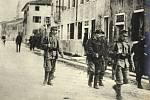 Českoslovenští legionáři vedení na popravu v Oderzu.