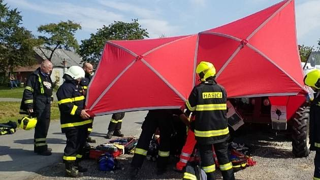 K tragické události do Kunvaldu dnes odpoledne vyjížděly čtyři jednotky hasičů.