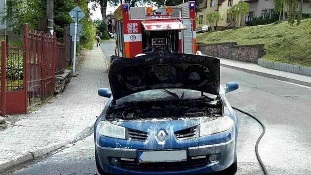 Požár osobního vozu v Jablonném nad Orlicí.