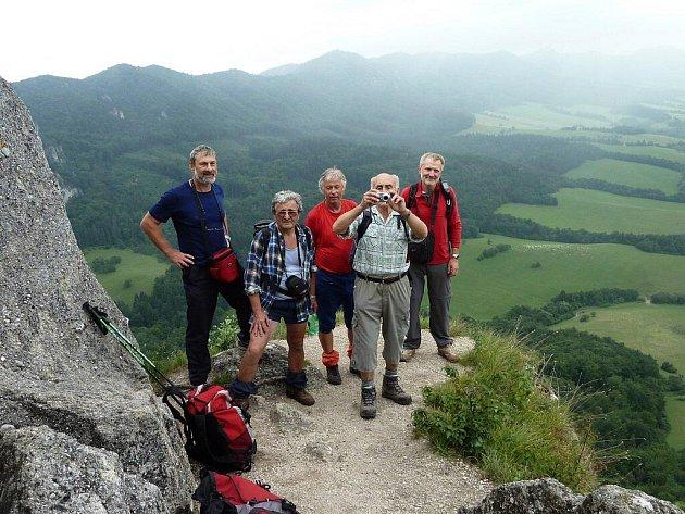 Choceňští turisté na slovenských horách.