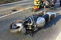 U Albrechtic havaroval motorkář