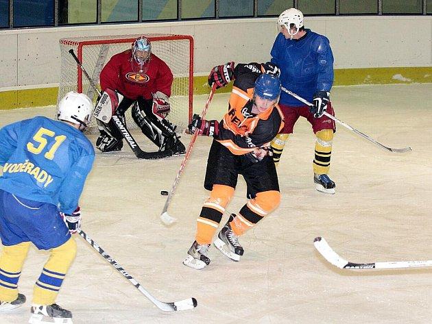Dlouhoňovičtí hokejisté zvítězili v předehrávce 18. kola. V posledním utkání budou bojovat o první místo.