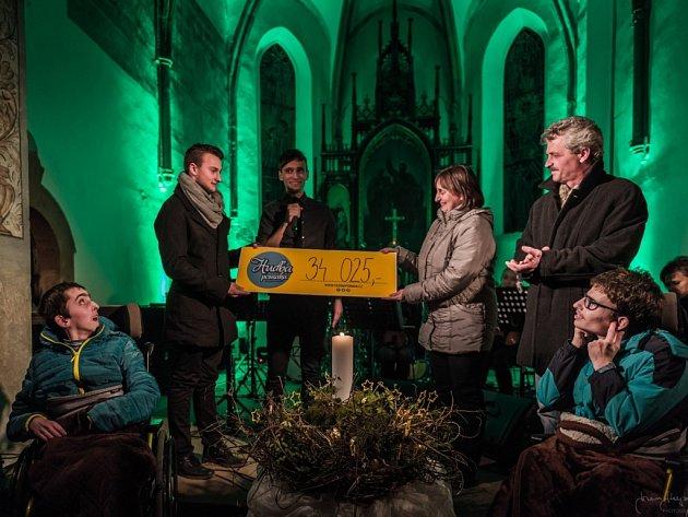 Festival Hudba pomáhá v kostele sv. Petra a Pavla v Morašicích.