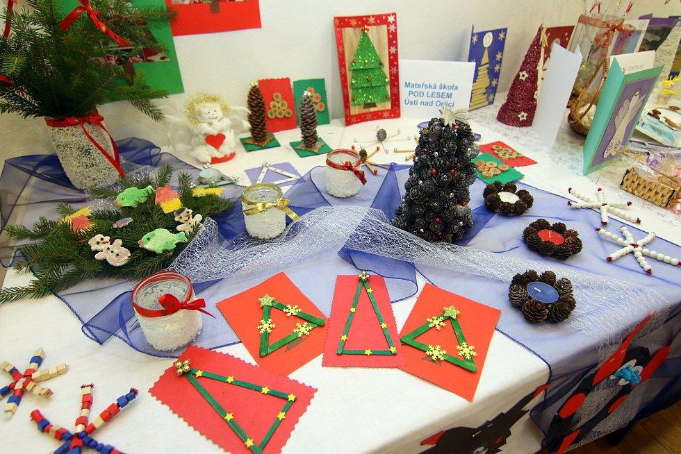 Ještě v pátek 7. prosince je v Galerii pod radnicí v Ústí nad Orlicí k vidění tradiční Vánoční výstava.