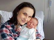 Jonáš Fiala je po Jindřišce druhorozené dítě Terezy Tátošové a Jana Fialy z Kunvaldu. S váhou 3990 g přišel na svět dne 23. 12. v 11.58 hodin.