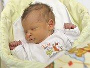 Martin Šplíchal se narodil 1. září v 5.08 manželům Radce a Martinovi z Tržku u Litomyšle. Potěšil je hmotností 2,73 kg.