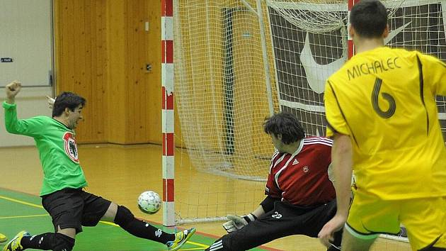 Hrdinou utkání se stal reprezentační brankář Libor Gerčák, který nedal v prvním poločase hráčům Zruče žádnou šanci. Ve druhé polovině se ho podařilo dvakrát překonat.