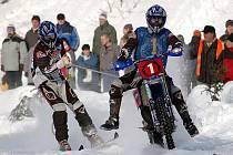 Bratři Šrolerové jsou velmi zkušená dvojice, která společně získala tři tituly mistrů republiky v motoskijöringu. V letošní sezoně se jim ale ani trochu nedaří.