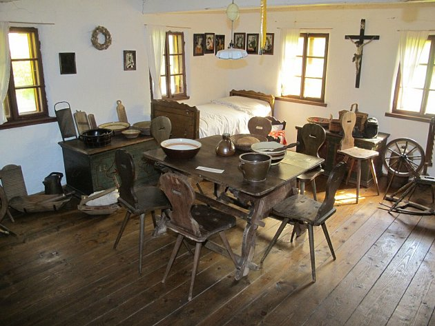 Interiér rodného domku Prokopa Diviše.