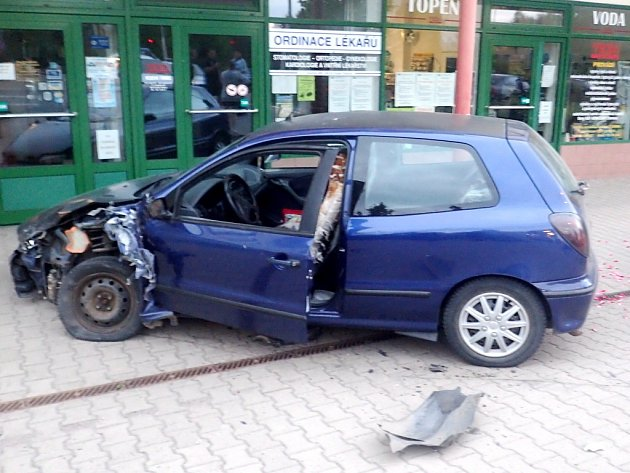 Následky nehody u Billy v České Třebové.