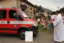 Ze slavnostního předávání nového hasičského zásahového vozidla v Nekoři.