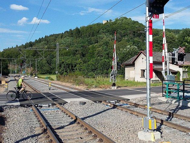 Na rekonstruované trati probíhají dokončovací práce, které si vyžádají další uzavírky a výluky.