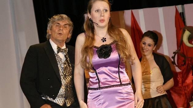 Opereta Mamzelle Nitouche v podání DS Hýbl v České Třebové.
