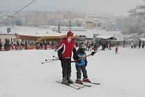 Na Pekláku bylo o víkendu požehnané množství lyžařů.