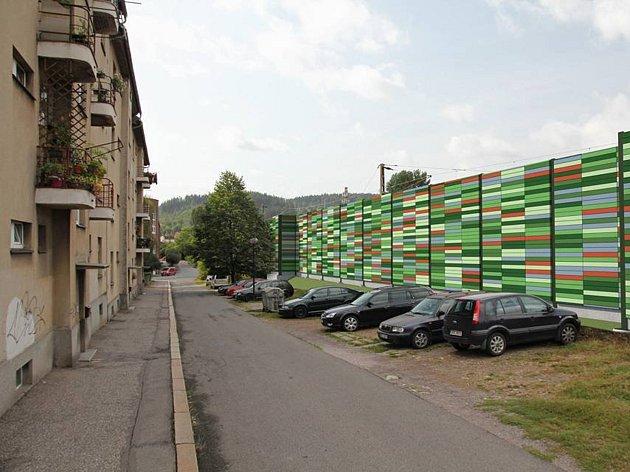 Vizualizace protihlukových stěn, které mají být postaveny u tratě při modernizaci železničního uzle Česká Třebová.