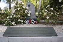U příležitosti 74. výročí osvobození Československa a ukončení 2. světové války proběhlo v úterý 7. května u Památníku odboje, v Parku Československých legií a na ústeckém hřbitově kladení věnců.