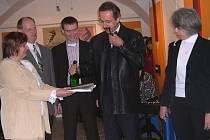 Křtu se zúčastnili Marie Borkovcová (vlevo), Martin Košťál a Marie Macková (vpravo).