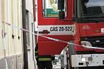 Vysokomýtské náměstí bylo v pátek dopoledne uzavřeno. V autě u domu poškozeného barvou pyrotechnici hledali bombu.