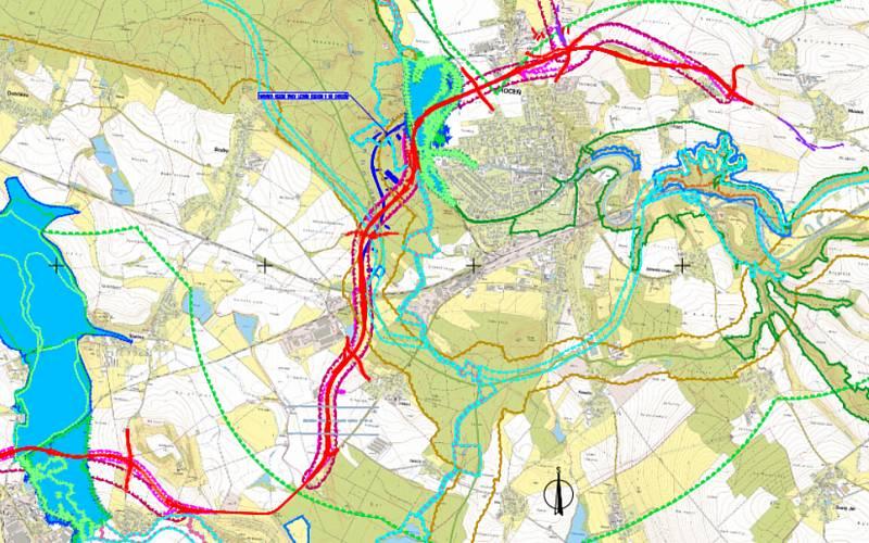 Modrá a červená varianta trasy.