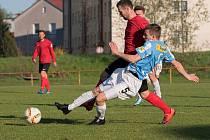 Česká Třebová (modrobílé dresy) odehrála se Slatiňany vyrovnaný zápas, inkasovala gól v nastaveném čase.