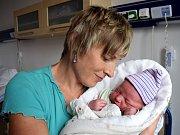Matěj Chadima je dalším dítětem Petry a Martina z Libchav. Chlapec se narodil 7. 9. v 5.28 hodin, kdy vážil 3,59 kg. Doma se na něj těší i sestřička Ema.