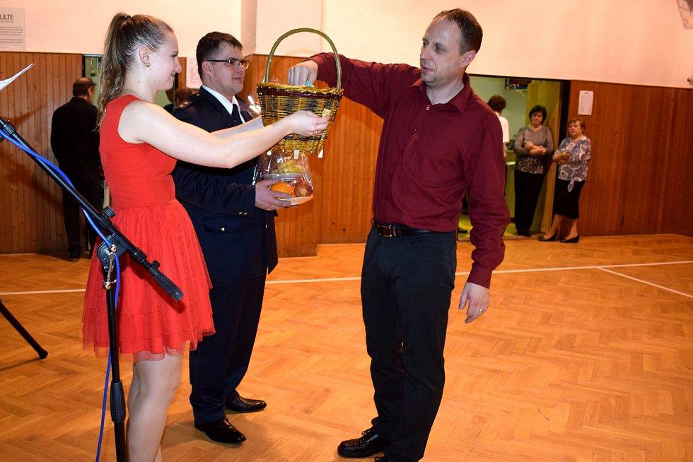 Hasičský ples v Mistrovicích se vydařil.