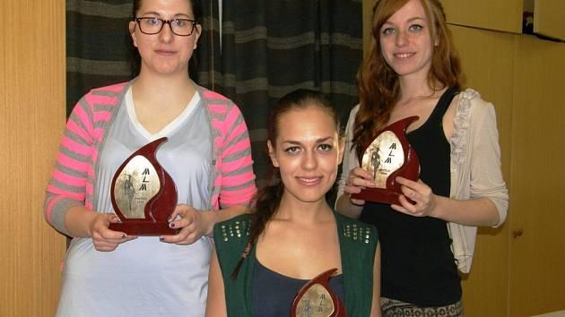Medailistky (zleva) Lucie Paslerová, Marie Štrychová, Kristýna Černá.