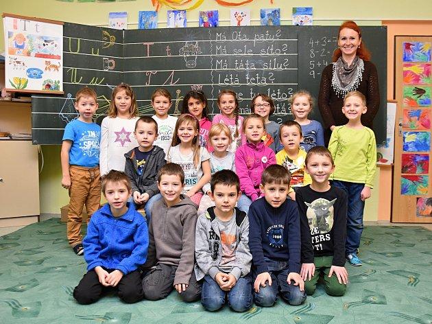 Žáci ze základní školy vDolní Čermné paní učitelkou Andreou Ježkovou.